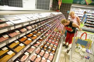 DekaMarkt en Dirk waarschuwen voor runderworsten wegens soja