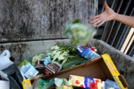 Staatssecretaris Van Dam legt schuld voedselverspilling bij bedrijfsleven én consumenten