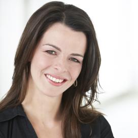 NVV-voorzitter Ingrid Jansen helpt tijdens Weekend van het Varken
