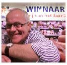 'Arie Klaver bekijkt zijn winkel alsof het een dikbil is