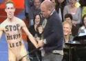 Paul de Leeuw stript anti-vlees activist
