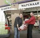 Arno Wapenaar krijgt kalfsvoet cadeau
