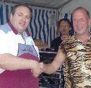 Slager organiseert wedstrijd 'Broodje halve meter worst eten