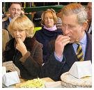 Camilla propte kinderen vol hamburgers