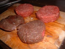 Slager geeft gratis vlees weg