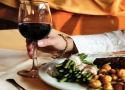 Wijn bij vlees kan kanker tegenhouden