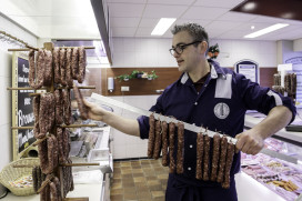Patrick Knot opent slagerij met eigen producten en vlees uit eigen regio