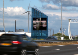 Campagne Varkens in Nood op scherm langs A5 en billboards in Amsterdam