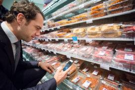 Van Dam voelt niets voor belasting op dierlijke producten