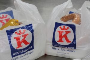 Keurslager Gleis doneert geld voor tasjes aan musea