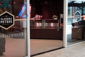 Slagerij Peters geopend op nieuwe locatie na brand