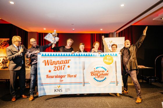 De winnaars van de Lekkerste Bal Gehakt 2017 met Tom Egbers en Pierre Wind. Foto: Feike Faase