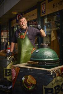 'Zet de barbecue aan vóór de winkel en doe er een mooi stuk vlees op.'