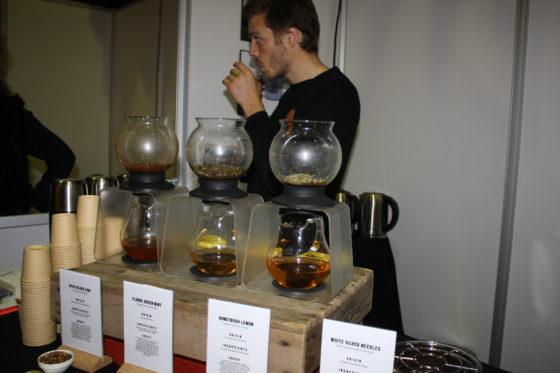 Voor ambachtslieden die hun delicatessenassortiment uit willen breiden, biedt FRANK een mooi theeassortiment, aldus David Kellerman, co-founder van Frank tea. De thee kenmerkt zich net als wijn door de bodemgesteldheid, soort en klimaat. Valerie Hirschhau