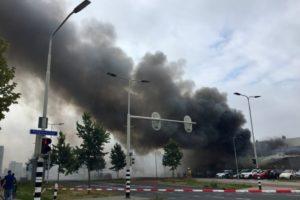 Grote brand treft poeliersbedrijf Blom in Arnhem